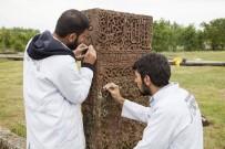 SANAT ESERİ - Tarihi mezar taşları ayağa kaldırılıyor