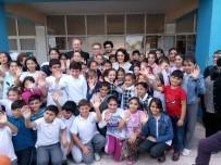 EZGİ MOLA - Ünlü Oyuncu Ezgi Mola, Mülteci Çocukların Eğitim Gördüğü Okulu Ziyaret Etti