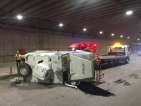 ZIRHLI ARAÇ - Zırhlı Araç Kamyonetle Çarpıştı Açıklaması 2 Polis Yaralı