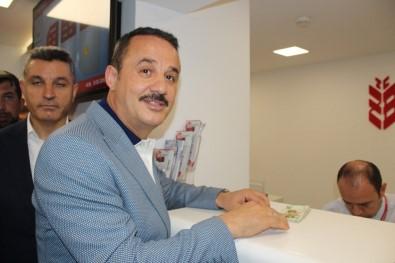AK Parti İzmir İl Başkanı Şengül'den Cumhurbaşkanı Erdoğan'a 2023 TL Bağış