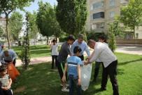 MÜCAHİT YANILMAZ - Başkan Yanılmaz, Çocuklarla Park Temizledi