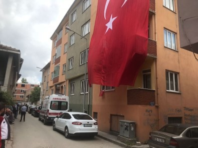 Bozüyüklü Şehidin Evine Dev Türk Bayrağı Asıldı