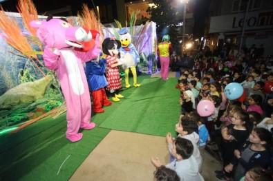 Çocuklara Özel Tiyatro Ve Eğlence Gecesine İlgi Yoğundu