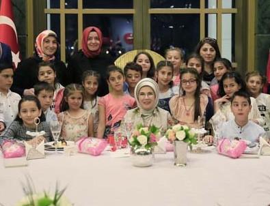 Emine Erdoğan'dan yetim çocuklara iftar daveti