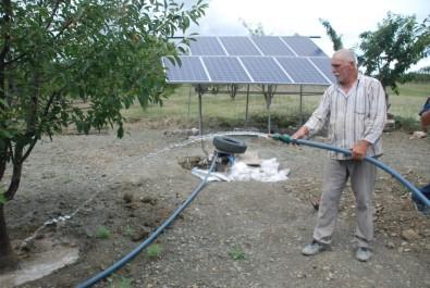 Kiraz Bahçesini Güneş Enerjisi Sistemi İle Suluyor