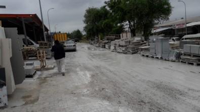Küçük Sanayi Sitesi'nde Yollara Dökülen Balçık Sıkıntısı