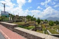 İLKBAHAR - Melikgazi Belediyesince Mezarlıklarda Temizlik Ve Bakım Çalışması