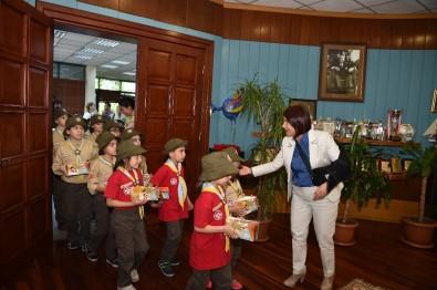 Minik İzciler, Başkan Handan Toprak Benli'yi Ziyaret Etti