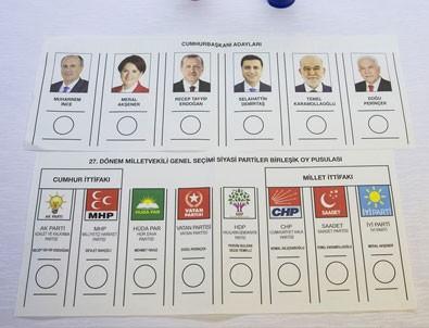 Oy pusulaları basına sösterildi