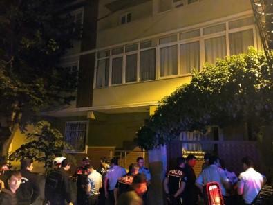 (Özel) Sultanbeyli'de Mahalleli Çocuğu Taciz Ettiği İddia Edilen Şahıs Evini Bastı
