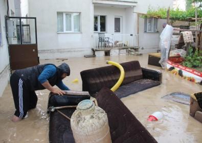 Sivas'ta Sağanak Yağış Hayatı Felç Etti