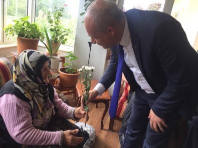 Tarkan Toper Seçim Öncesi Yaşlıların Duasını Aldı