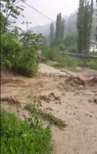 Yusufeli'de Sağanak Yağış Sele Neden Oldu