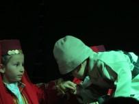CUMHURİYET ALTINI - Altıntaş'ta 4-6 Yaş Grubu Öğrencilerinden Sergi Ve Tiyatro Gösterisi