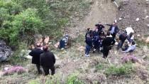 Bayburt'ta Kamyonet Uçuruma Yuvarlandı Açıklaması 4 Yaralı