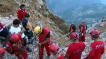 ÖLÜDENİZ - Kayalık Alana İniş Yapan Rus Uyruklu Yamaç Paraşütü Pilotu Kurtarıldı