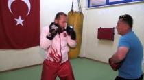 ESKIŞEHIR OSMANGAZI ÜNIVERSITESI - Ringde Yumruk Attığı Elleriyle Mehmetçik'in Yarasını Sardı