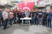 YUNUSLAR - Silahlı Kavga İhbarına Giden Polis Ekiplerine Pasta Sürprizi