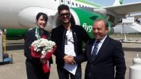 SAYıLAR - Zonguldak'a Sezonun İlk Uçağı İndi