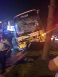 SERVİS OTOBÜSÜ - Antalya'da 3 Aracın Çarpıştığı Kazada Ortalık Savaş Alanına Döndü Açıklaması 7 Yaralı