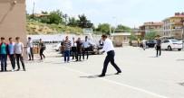 MUSTAFA AK - Başkan Ak Gençlerle Voleybol Oynadı