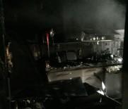 MUSTAFA AKGÜL - Kadıköy'de Bina Yangını Açıklaması 2 Kişi Dumandan Etkilendi