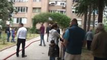 MUSTAFA AKGÜL - Kadıköy'de Bir Binada Çıkan Yangında 2 Kişi Dumandan Etkilendi