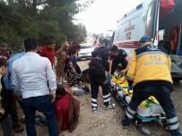 AFRİN - Kilis'te Minibüs İle Hafif Ticari Araç Çarpıştı Açıklaması 12 Yaralı