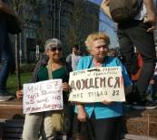 İZİNSİZ GÖSTERİ - Moskova'da 300'E Yakın Kişi Gözaltına Alındı