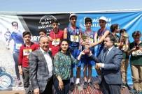 MUSTAFA ELDIVAN - Bağcılarlı Lise Öğrencileri Oryantiring Yarışması'nda Mücadele Etti