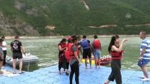 BAHAR ŞENLIKLERI - Borçka Baraj Gölü'nde 'Su Sporları Şenliği'