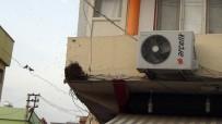 CEYLANPINAR - Caddeyi Basan Arılar, Yaya Trafiğini Altüst Etti