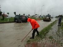 ŞİDDETLİ FIRTINA - Domaniç'te Şiddetli Sağanak Yağış Yolu Kapattı