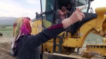 KARLA MÜCADELE - Köy Yollarına Kadın Eli Değiyor