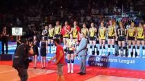 TEZAHÜRAT - Vakıfbank Şampiyonluk Kupasını Kaldırdı