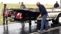 Diyarbakır'da Otomobille Minibüs Çarpıştı Açıklaması 1 Ölü, 9 Yaralı