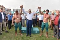 YÜKSEL ÜNAL - Karakucak Güreşlerinin Başpehlivanları Ödüllerini Vali Su'dan Aldı