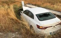 Kontrolden Çıkan Otomobil Elektrik Direğine Çarptı; 1 Yaralı