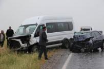 Minibüsle Otomobil Çarpıştı Açıklaması 2'Si Ağır 13 Yaralı