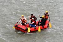MUNZUR - Vali Rafting Yaptı