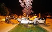 MEHMET ARSLAN - Aynı Yönde Seyreden İki Otomobilin Çarpışmasında 9 Kişi Yaralandı