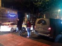 TRAFİK YOĞUNLUĞU - Beşiktaş'ta Alkollü Sürücü Lüks Aracıyla 2 Araca Çarpıp Kaçtı