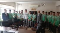 OSMAN GÜVEN - Kaymakam Güven, Manisa'nın İlk Ödüllü Çim Hokey Takımını Ağırladı
