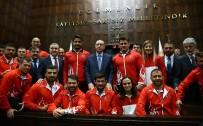 MİLLİ GÜREŞÇİLER - Recep Tayyip Erdoğan, Şampiyon Güreşçileri Kabul Etti
