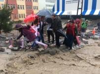 YOĞUN MESAİ - Şırnak'ta 2 çocuk sel sularına kapıldı!