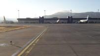 UÇAK TRAFİĞİ - Çardak Havalimanından Nisan Ayında 59 Bin 655 Yolcu Uçtu
