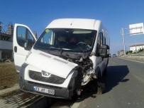 GÜNEŞ IŞIĞI - Tekirdağ'da Minibüs Refüje Çaptı, Sürücü Kazada Yara Almadı