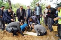 ALİ ŞAHİN - Vahşice Öldürülen 5 Kişilik Aile, Aynı Tabutta Aynı Mezara Defnedildi
