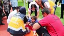 İZZET BAYSAL DEVLET HASTANESI - Ayağı Bisikletin Tekerine Sıkışan Çocuğu İtfaiye Kurtardı