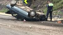 KARAKURT - Freni Patlayan Otomobil Devrildi; 1 Ölü 4 Yaralı